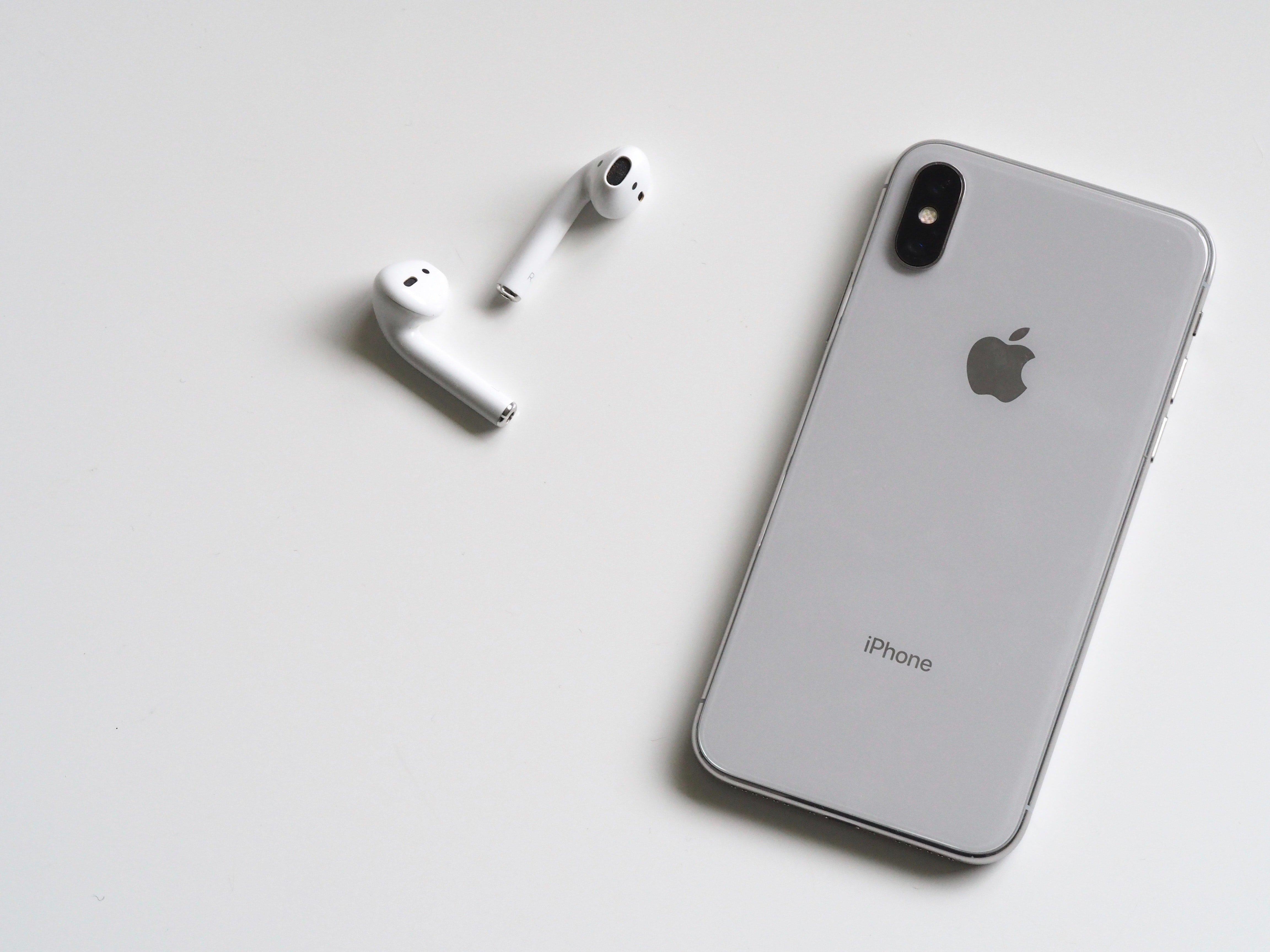 airpods-apple-device-cellphone-788946.jpg